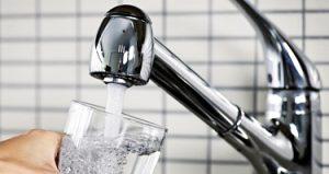 Dlaczego nie warto pić wody z plastikowych butelek?